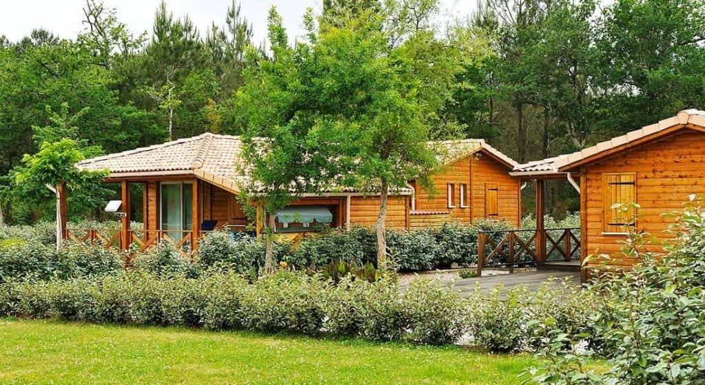 residence-loisir-pomme-de-pain-chalet-bois